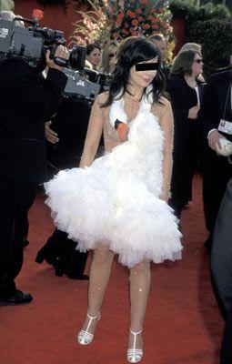 Björk, 2001 Academy Awards  Moda konusunda cesur davranabilirsiniz. Ama önemli bir davete asla boynunuzda ölü bir kuğuyla gitmeyin!